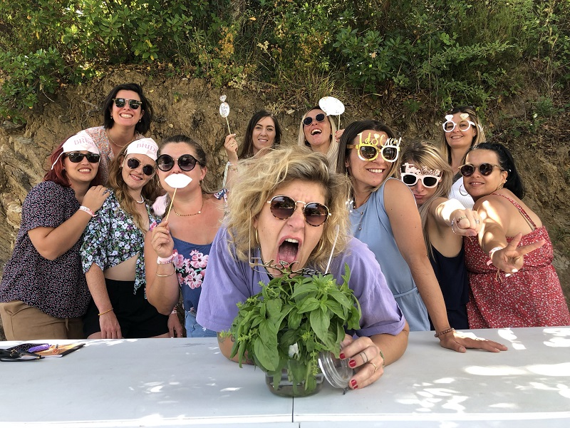 Hen party in the Gulf of Saint-Tropez for wine lovers